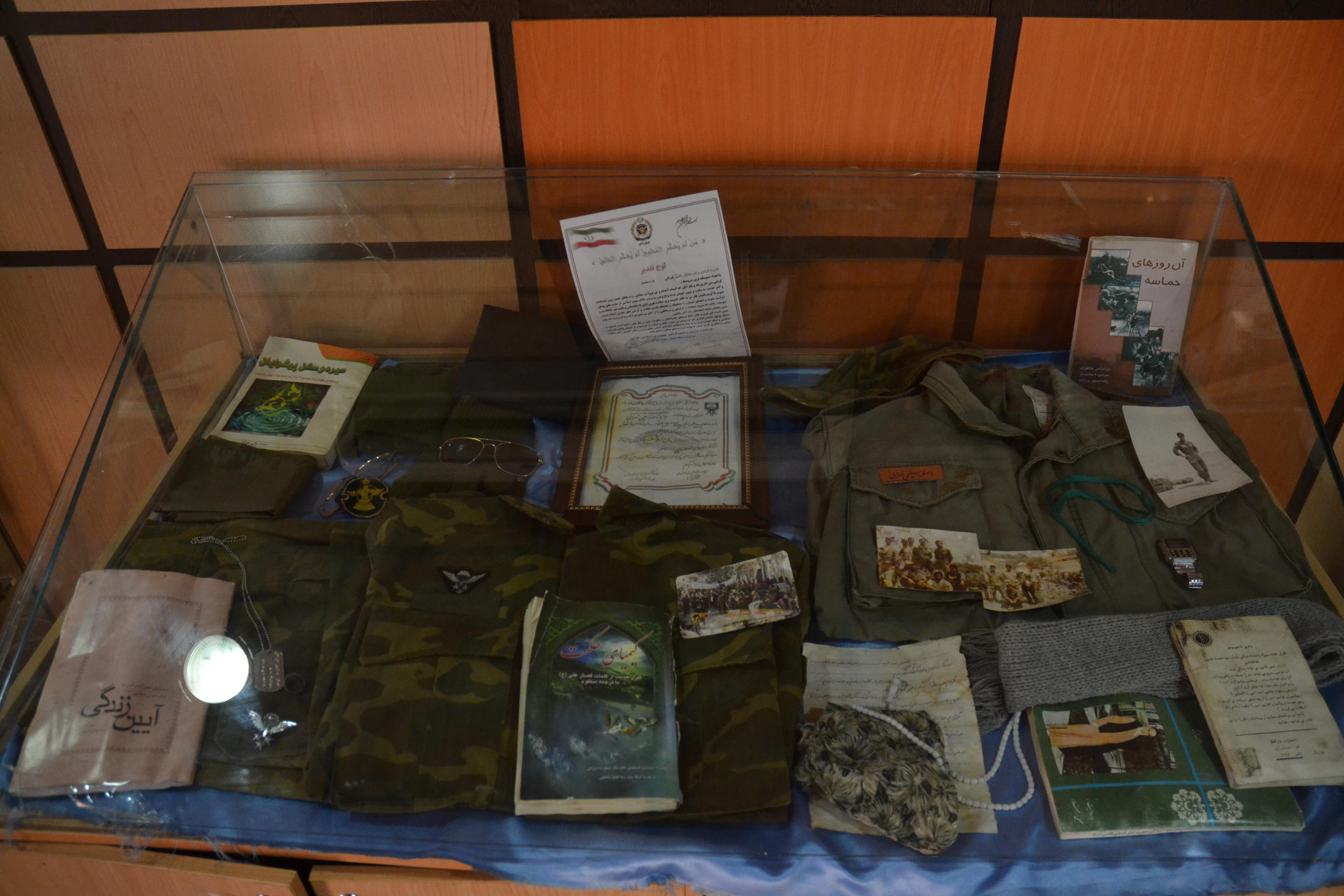 جواد آقاجانی بازدید از موزه شهید و زیارت شهدای گمنام منطقه 22